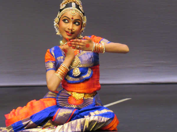 The Bharatanatriyam debuts of the Tamil student in Dubai was greatly impressed the audience