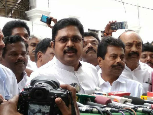 MK Stalin and TTV Dhinakaran meets in State Assembly
