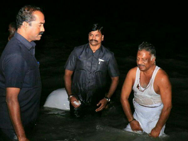 Deupty CM OPS went Rameswaram temple and had holy dip in Seashore