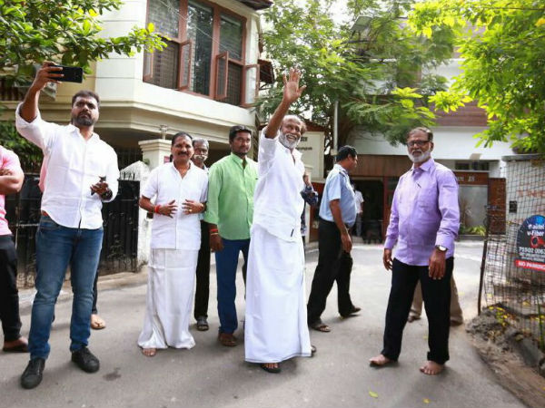 Rajini fans gathered in his Poes Garden's house for New year