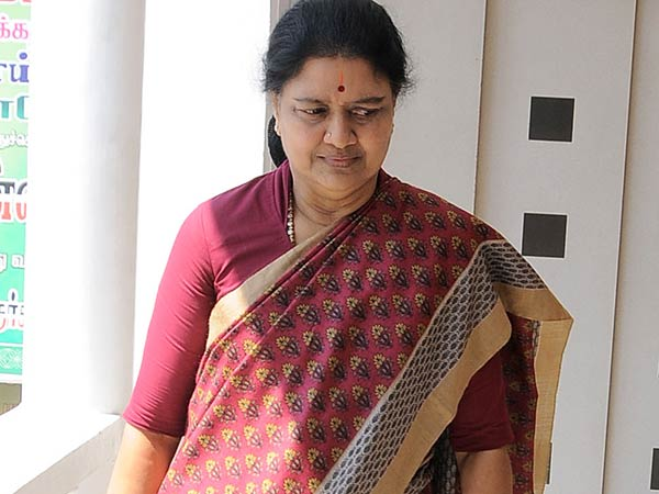 IT officials to probe Sasikala in Jail