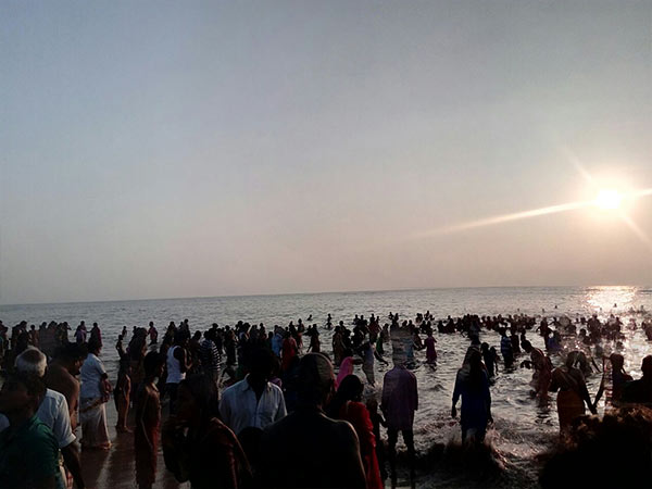 Thousands of devotees gathered in thiruchendur temple for new year