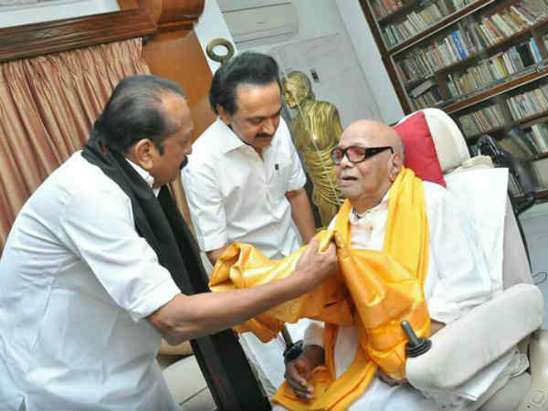 Vaiko meets Karunanidhi in his Gopalapuram house