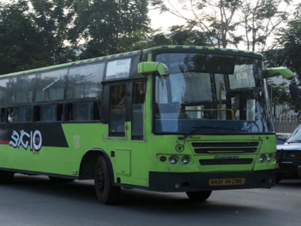 Bangalore witness murder at running bus