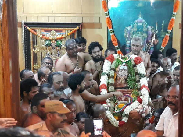 DMDK leader Vijayakanth paid tribute to Jayendra saraswathi