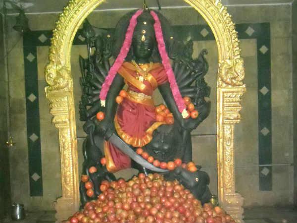 மாதவிடாய் பிரச்சனை தீர பிரதோஷ நாளில் மரகதாம்பிகைக்கு மாதுளை அபிஷேகம்