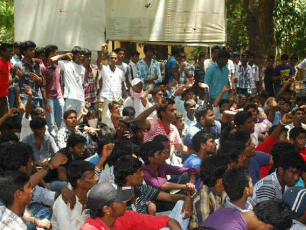 Pachaiyappan College Professors and students protesting against Vijay film