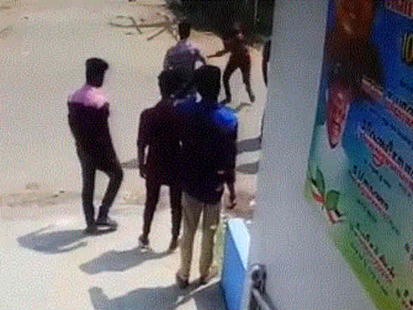 Student stabbed by gangsters in Thiruninravur