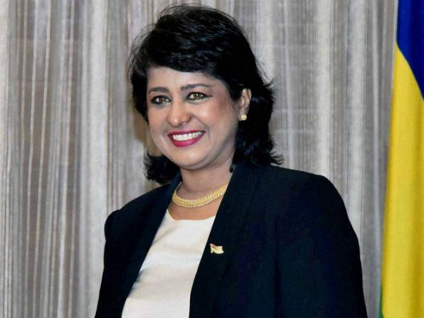கிரெடிட் கார்டு மோசடி: மொரீஷியஸின் முதல் பெண் அதிபர் ஆமீனா ராஜினாமா