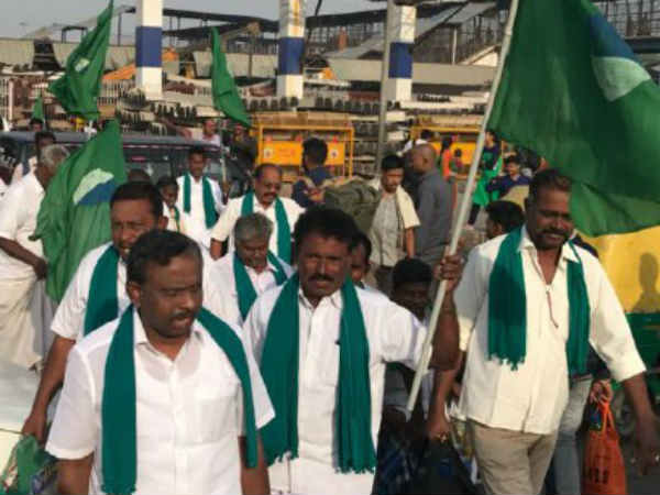 Tamil Nadu farmers hunger strike continues 4th day in Delhi