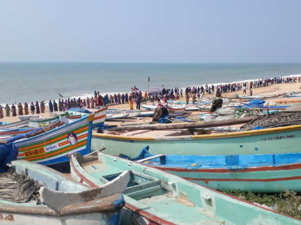 Cyclone warning alert : Tuticorin, Thirunelveli fishers avoid fishing