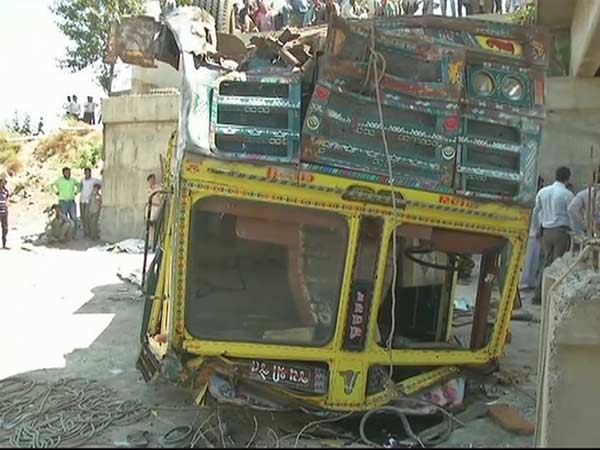 Lorry falls into drain in Gujarat killed 26 people on the spot