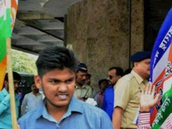 மகாராஷ்டிராவில் குஜராத்தி மொழி பெயர் பலகைகளை அடித்து நொறுக்கிய ராஜ் தாக்கரே தொண்டர்கள்