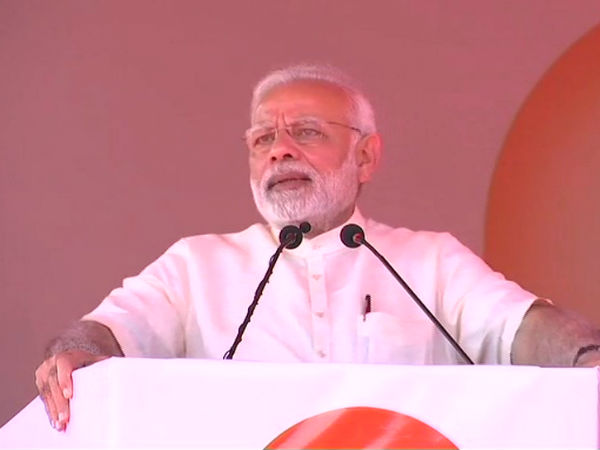 Narendra Modi stops his address to BJP party workers for Azaan
