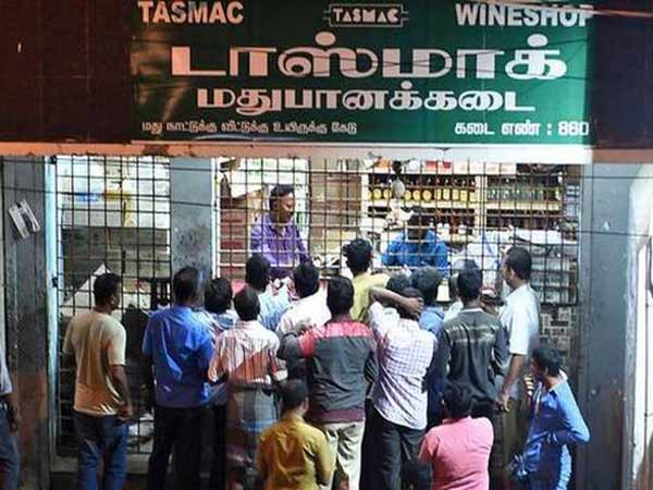 Krishnagiri: Snake found in Beer bottle - people protest