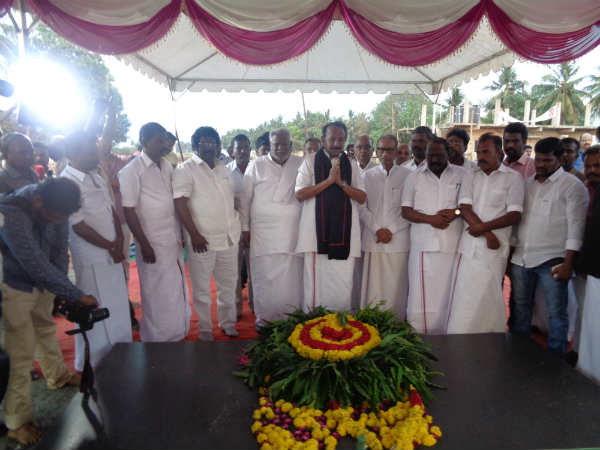 Vaiko and Nedumaran paid tribute at M. Natarajans memorial