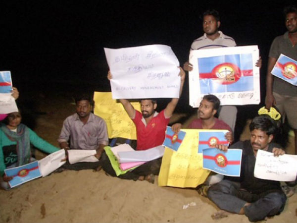 Youth gathers in Chennai Besant Nagar for Cavuery protest