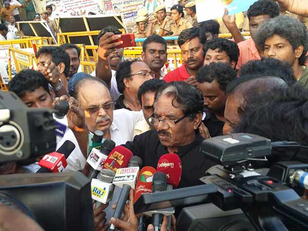 Police filed case against Bharathiraja and 500 others for their yesterday protest