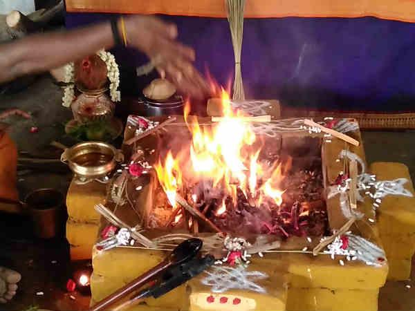 தன்வந்திரி பீடத்தில் வாஸ்து நாளில் சாந்தி ஹோமம் - வளர்பிறை அஷ்டமி பைரவ யாகம்