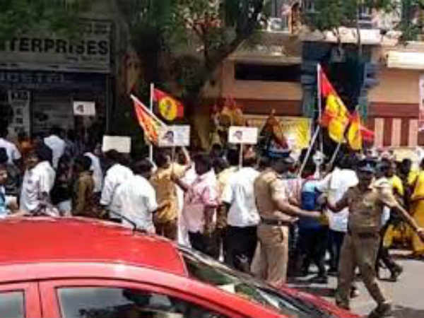 DMDK attacked journalists in Thoothukudi Sterlite protest