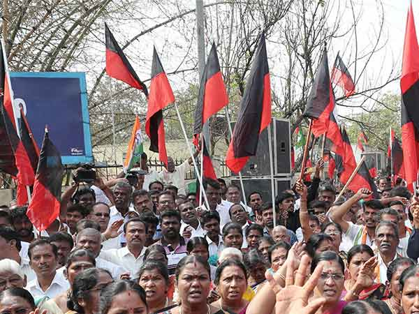 Coimbatore DMK conducts different way of protest against centre