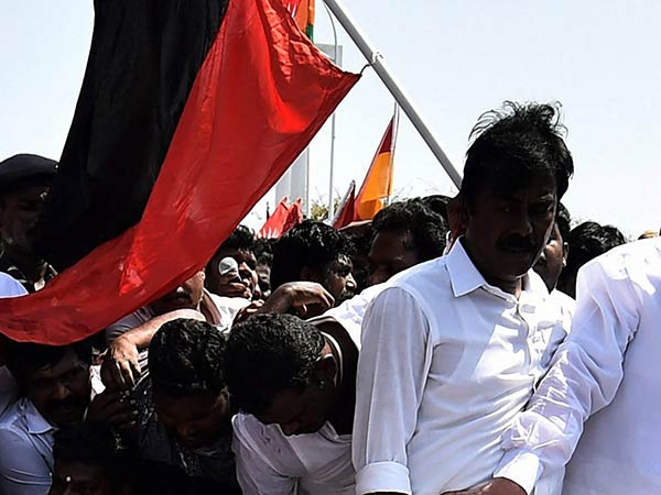 Chennai police arrested 4 DMK cadres for attacking hotel on the day of bandh