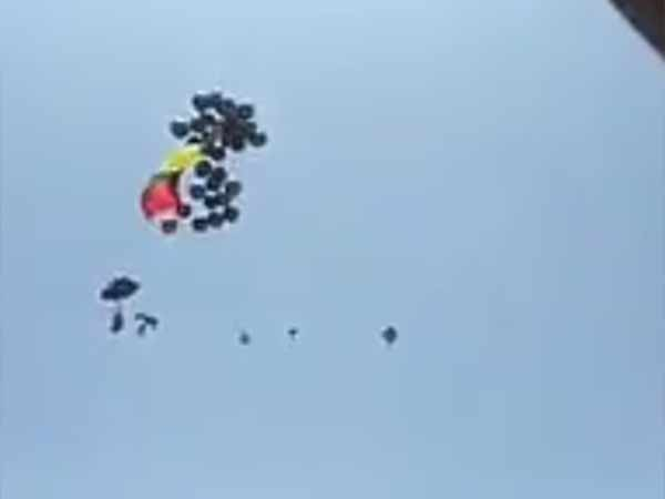 Tamilaga Vazhvurimai katchi waves black balloons near Stadium