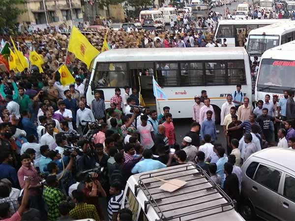 War field situation around Chepak and Anna salai due to Protest