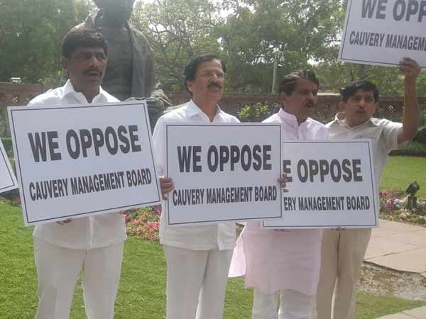 Karnataka Congress MPs protest against Cauvery Management Board