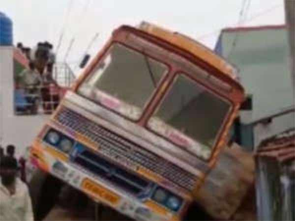 Lady dies after lorry enters into house in Coimbatore