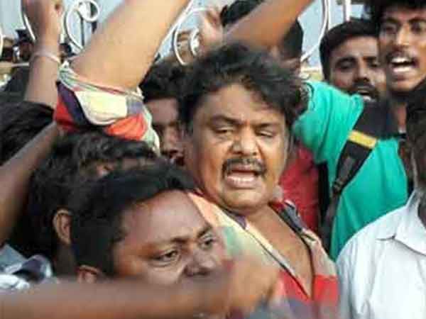 Mansoor Ali khan released from Puzhal jail