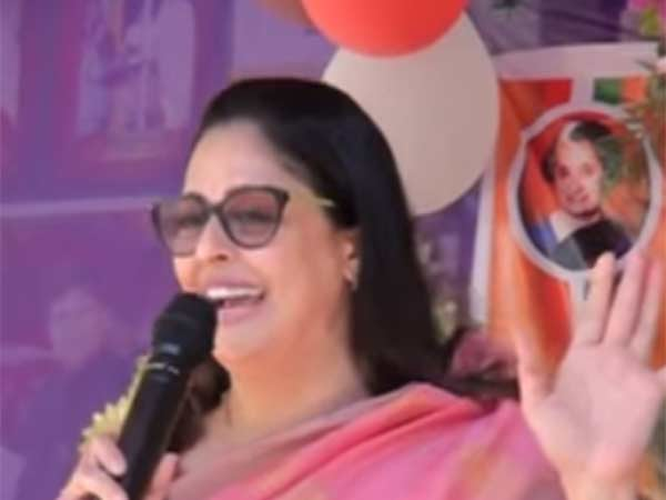 Nagma sings Batcha movie songs for Rahul Gandhi