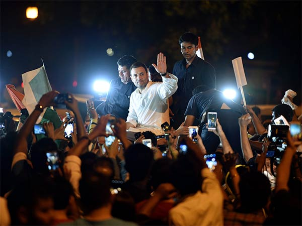 Rahul Gandhi Leads Candlelight Vigil In Delhi India gate demanding Justice for Kathua, Unnao rape Cases