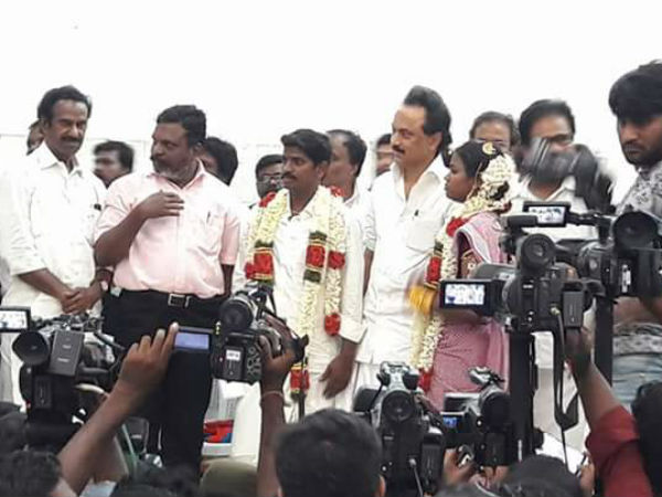 Stalin conducts marriage for a couple in Chennai