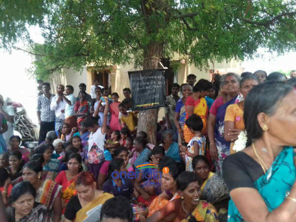 Therkuveerapandi Puram people extend their support to Sterlite Protest