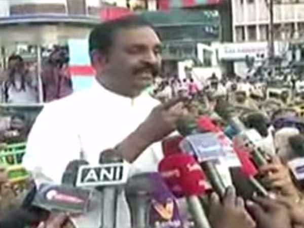 Lyricist Vairamuthu speech in Annasalai protest