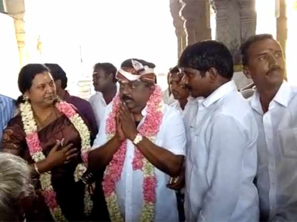 Want voice.. Vijayakanth goes Oosai Nayagi Amman Temple