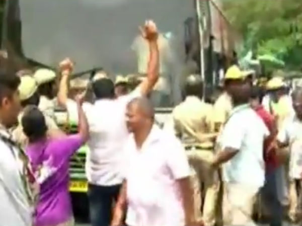 Tamilnadu Congress is protesting against Karnataka governor