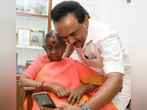 MK Stalin gets wishes from his mother in Gopalapuram