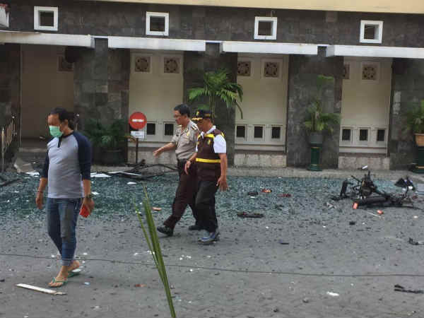 Terrorist attack in 3 churches Indonesia kills 4 people