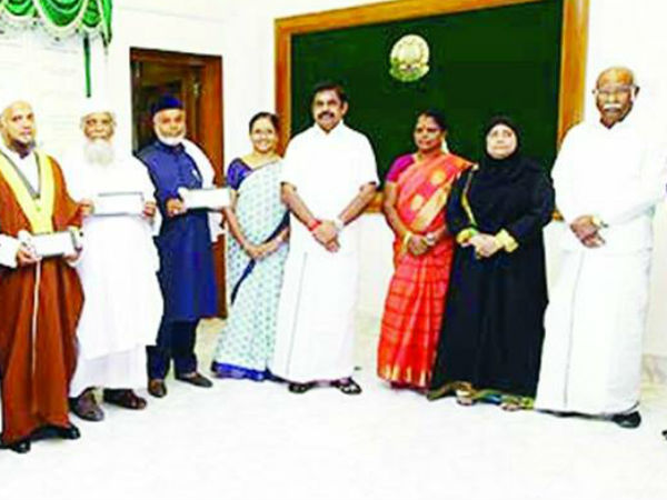 Tamilnadu govt awarded the amount of 20 thousand rupees for District Government Hajjis