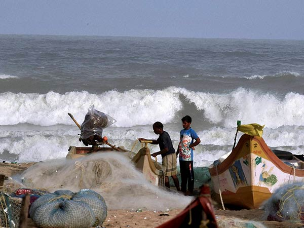 Chennai Meteorological center warns fisherman to do not enter into sea