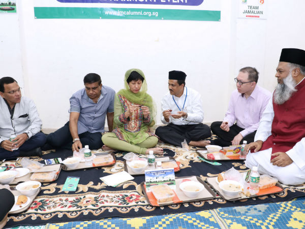 JMC alumni conducts Iftar party in Singapore