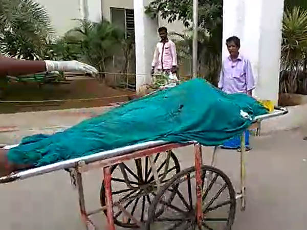 A worker in Coimbatore govt hospital asking bribe to return dead bodies