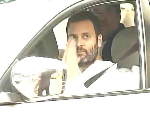 Congress President Rahul Gandhi meets Vajpayee in the hospital
