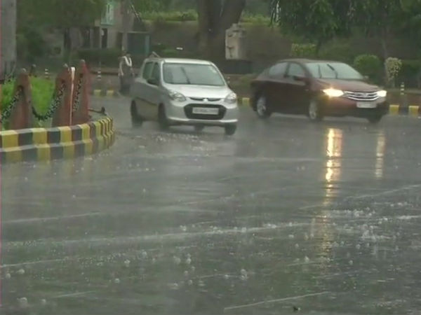 Delhi wets as rain arrives in the Capital