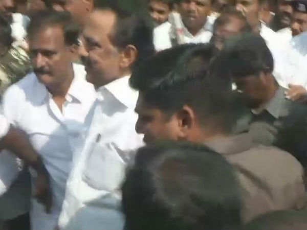MK Stalin released after he was arrested for rally in Rajbhavan