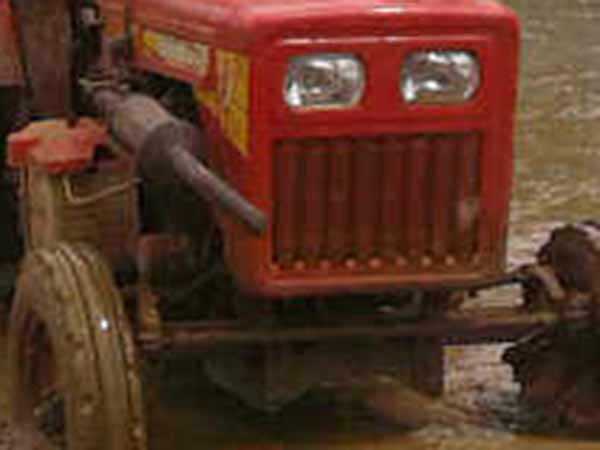Tractor Upsets at Telungana Killed 17 people