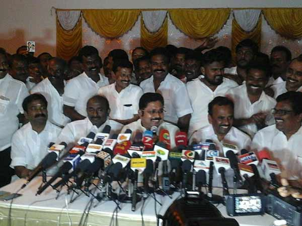 18 MLAs Disqualification Case Verdict: Dhinakaran meets his supporters