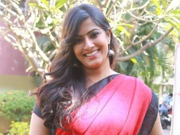 BJP officials meet Varalaxmi Sarathkumar, She tweets about the rumors